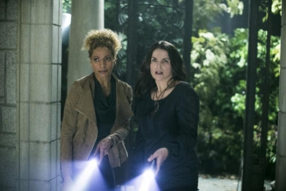 witches-of-east-end-julia-osmond-and-michelle-hurd