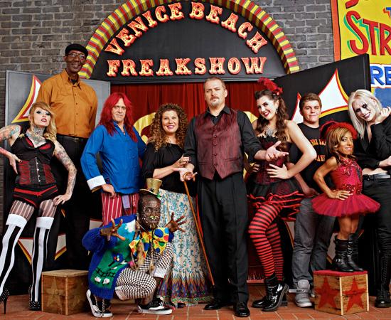 cast-freakshow-amc-325