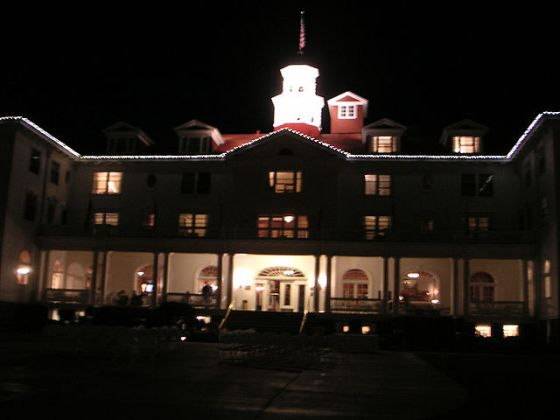 640px-Stanley_Hotel,_nighttime