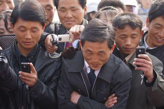 1200px-North_Korea_Cell_Phone_Revolution