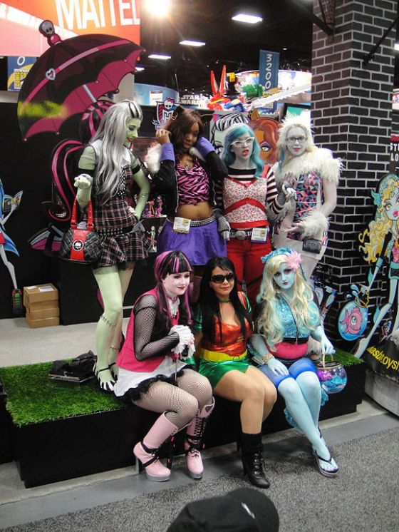 San_Diego_Comic-Con_2011_-_Monster_High_girls_(Mattel_booth)_(5992832407)