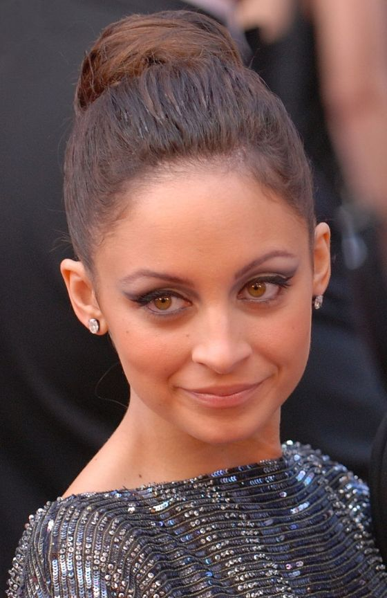 800px-Nicole_Richie_at_the_82nd_Academy_Awards_(cropped)