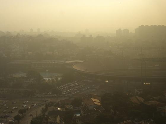 under-smog-1235497